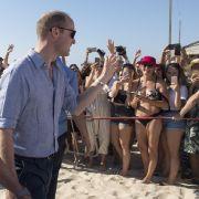 Prinz William bekam bei seinem Aufenthalt in Israel leicht bekleidete Bikini-Schönheiten zu sehen.