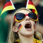 SO sexy verfolgten die Stars das WM-Aus (Foto)