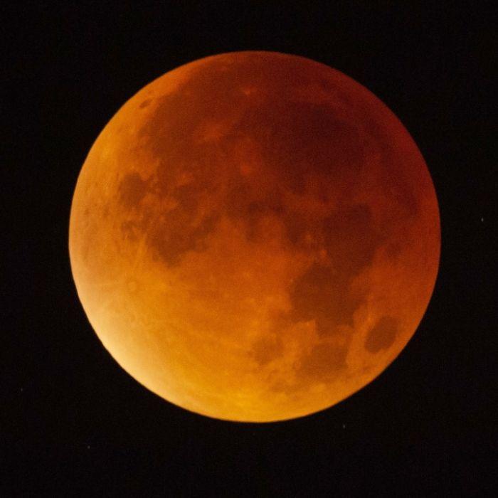 Längster Blutmond verdunkelt die Nacht (Foto)
