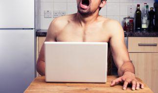 Er hat sich zum Höhepunkt gelesen! Pornhub will Pornos ab sofort auch untertiteln. (Foto)