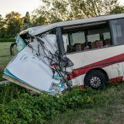 Schwerer Busunfall! Über 40 Kinder verunglückt (Foto)