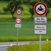 7 Tote bei Crashs! Biker (67) gegen Telefonmast geschleudert (Foto)