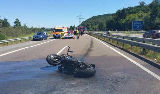Ein 13 Jahre alter Beifahrer eines Motorrads ist auf der Autobahn 8 ums Leben gekommen, weil ein Auto wohl aufgefahren ist. (Foto)