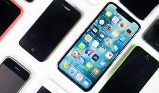 Soziale Medien sind von den Smartphones nicht wegzudenken. Das macht eine Steuer auf die beliebten Apps nur noch schmerzhafter. (Symbolbild) (Foto)