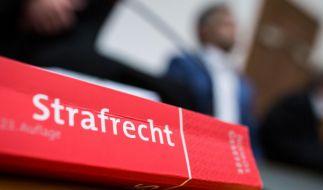 Im Missbrauchsfall Staufen bei Freiburg ist ein weiteres Urteil gefallen: Ein Mann aus der Schweiz muss neun Jahre wegen Kindesmissbrauchs ins Gefängnis. (Foto)