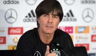 Joachim Löw bleibt dem DFB als Bundestrainer erhalten - trotz WM-Pleite. (Foto)