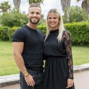"Nach ""Love Island"" total happy mit ihrem Verlobten Julian (Foto)"
