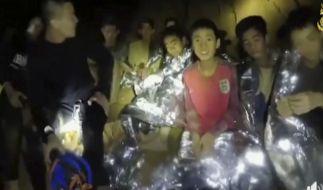 Auf diesem Videostandbild der Thai Navy Seals sind die Jugendlichen einer Fußballmannschaft zu sehen, die in einer Höhle in Thailand eingeschlossen sind. (Foto)
