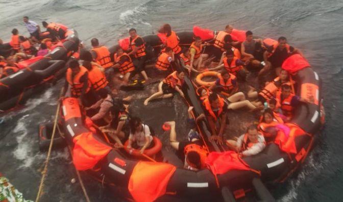 Touristenboote in Thailand gekentert
