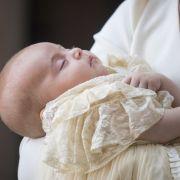 Prinz Louis wirkte bei seiner Taufe am 09. Juli 2018 komplett entspannt.