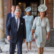 Michael und Carole Middleton, die Eltern von Herzogin Kate, kommen in die Kapelle des St.-James's-Palastes zu der Taufe von Prinz Louis.
