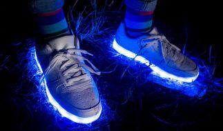 Leuchtende Schuhe sorgten bei einem neunjährigen Jungen für schwere Verletzungen. (Symbolbild) (Foto)