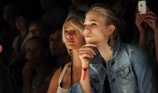 Sarina Nowak (hier links) erfreut ihre Fans bei Instagram. (Foto)