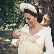 Herzogin Kate im offiziellen Porträt mit dem britischen Prinz Louis kurz nach dessen Taufe.