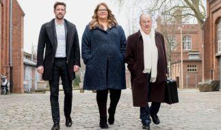 """""""Zahltag!"""" – Felix Thönnessen, Ilka Bessin und Heinz Buschkowsky haben """"einen Koffer voller Chancen"""". (Foto)"""