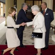 Für wen müssen Kate Middleton, Meghan Markle und Co. knicksen? (Foto)