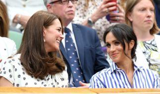Kate Middleton hatte beim Wimbledon-Finale augenscheinlich eine Menge Spaß mit ihrer Schwägerin Meghan Markle. (Foto)
