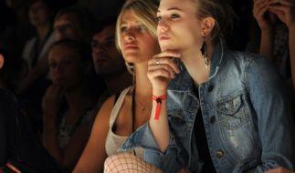 Sarina Nowak links neben Larissa Marolt: Nach ihrer Teilnahme bei GNTM ist sie inzwischen ein erfolgreiches Plus-Size-Model. (Foto)
