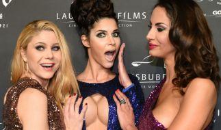 Micaela Schäfer, Janina Youssefian und Yvonne Woelke posieren gerne mal frivoler. (Foto)