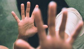 Ein junges Mädchen aus Indien ist von einer Gruppe Schuljungen bis zur Ohnmacht vergewaltigt worden (Symbolbild). (Foto)