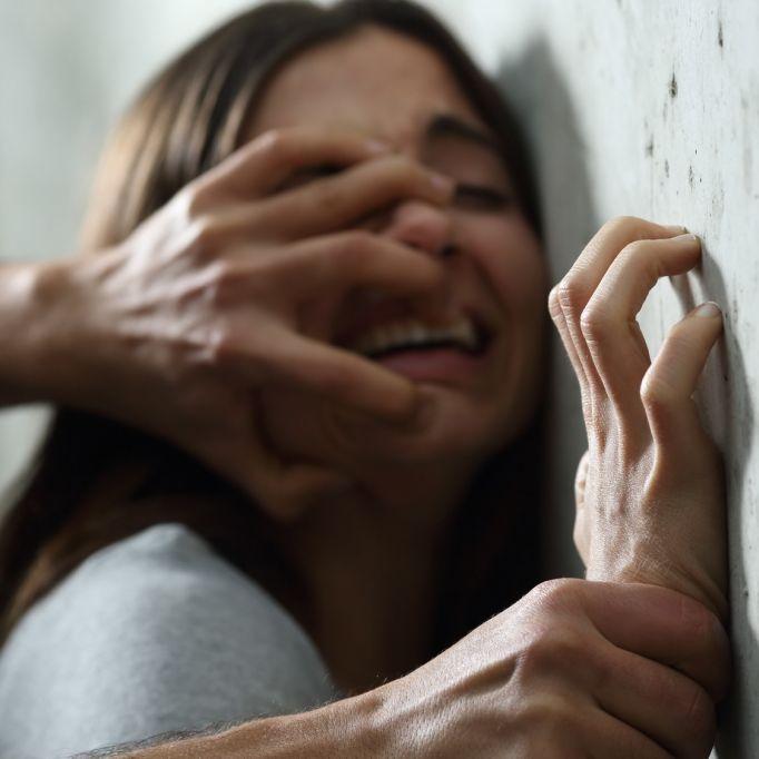 4 Tage Höllenqualen! Frau von 40 Männern vergewaltigt (Foto)