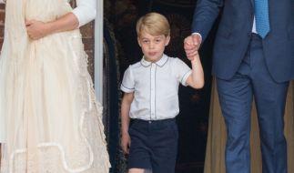 Prinz George nach der Taufe seines kleinen Bruders Prinz Louis. (Foto)