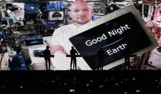 Die Elektro-Band Kraftwerk gibt ein Konzert auf dem Schlossplatz. Als prominenter Gast hatte sich ISS-Astronaut Alexander Gerst zu dem Auftritt zuschalten lassen. (Foto)