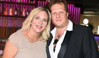 """Jens Büchner und Frau Daniela sind im """"Sommerhaus der Stars"""" zu sehen. (Foto)"""