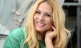Sonya Kraus präsentiert sich auf einem Urlaubsschnappschuss als sexy Schmutzfink. (Foto)