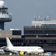 Sommer-Hitze beschädigt Landebahn - Check-In läuft wieder (Foto)