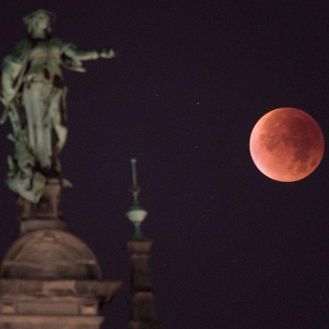 Verheerende Folgen! Lässt die Mondfinsternis heute die Erde beben? (Foto)