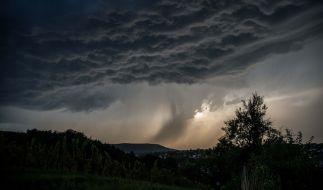 Nach der Gluthitze drohen stellenweise knackige Unwetter. (Foto)