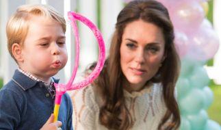Prinz George mit seiner Mutter Kate Middleton: Der 5-Jährige erhielt im vergangenen Jahr Morddrohungen. (Foto)