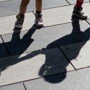 Mädchen (14) wächst toter Zwilling aus dem Körper (Foto)