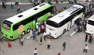 In Gelsenkirchen greift ein Autofahrer einen Busfahrer an und schlägt ihn vor dessen Fahrgästen krankenhausreif. (Symbolbild) (Foto)