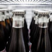 Explodierte Cola-Flasche zerfetzt Mann die Hand (Foto)