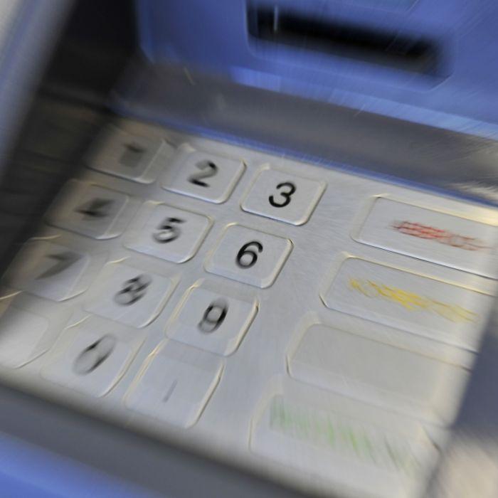 Trotz Kontogebühr! Hier kostet Geldabheben bald extra (Foto)