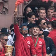 Bengalo bei Pokal-Feier! Polizei ermittelt gegen Boateng (Foto)