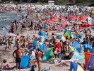 Die Hitze lockt viele Deutsche an die Küste. (Foto)