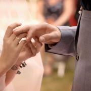 Hochzeit mit Paul! SO wunderschön strahlt Emily als Braut (Foto)