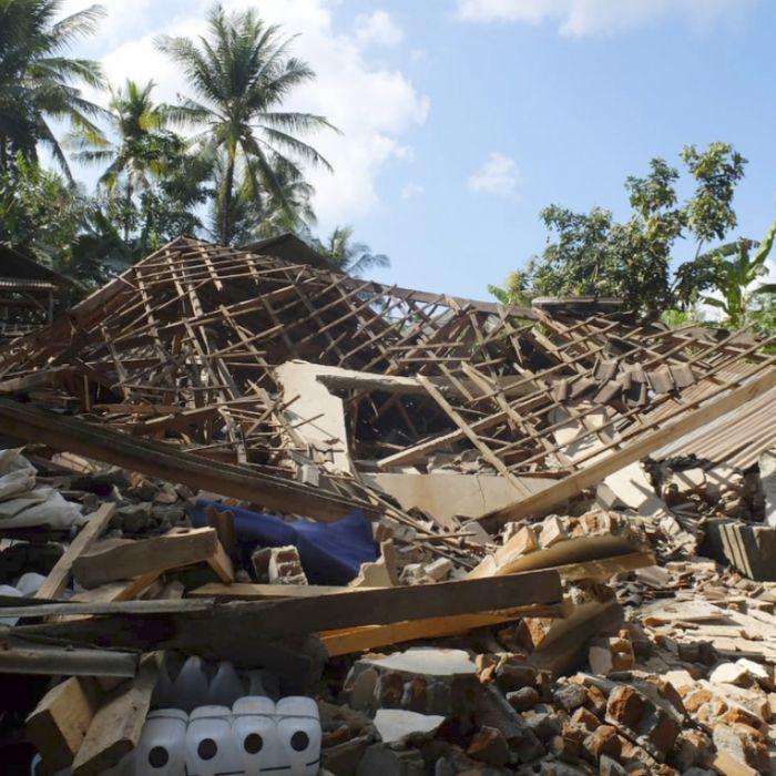 Zahl der Toten nach Erdbeben in Lombok auf 555 gestiegen (Foto)