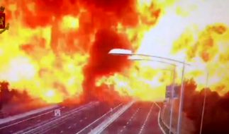 In Bologna explodierte ein Tanklaster auf einer Autobahn. (Foto)
