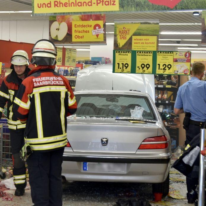 Rentner (91) rast mit Auto in Supermarkt - 3 Schwerverletzte (Foto)