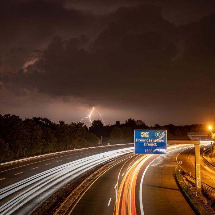 Unfälle und lahmgelegter Verkehr - Unwetter toben über Deutschland (Foto)