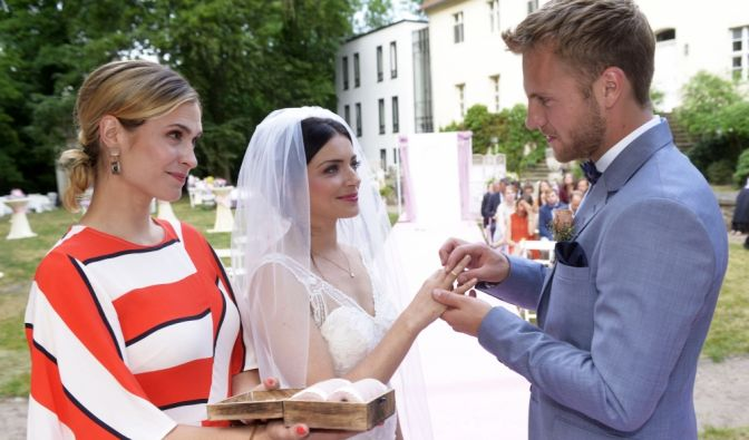 Am 8. August 2018 heiratet Emily Badak endlich ihren Paul Wiedmann. Zeit für einen Rückblick auf die schönsten GZSZ-Hochzeiten! (Foto)
