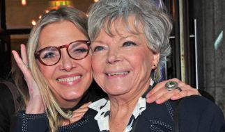 Die Schauspielerinnen Grit Boettcher (r) und ihre Tochter Nicole Belstler-Boettcher sind ein eingeschworenes Team. (Foto)