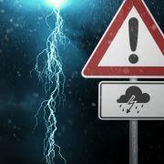 Wetter-Wirrwarr! Kaltfront bringt Unwetter im Westen - Osten bleibt schwül (Foto)