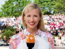 "Andrea Kiewel zeigt im ""ZDF-Fernsehgarten"" mehr denn je. (Foto)"