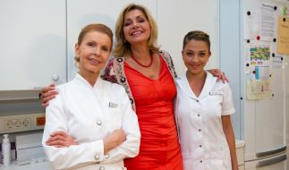 """Jutta Kammann (links) feiert ihr TV-Comeback bei """"In aller Freundschaft"""". (Foto)"""