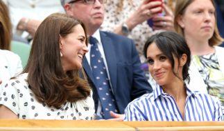 Die Herzoginnen Kate und Meghan müssen besonders darauf achten, peinliche Kleidermomente zu vermeiden. (Foto)